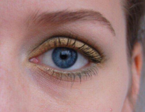 Gröna skuggor till blå ögon