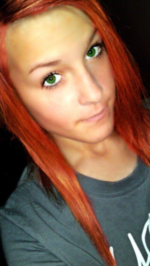 rött hår gröna ögon