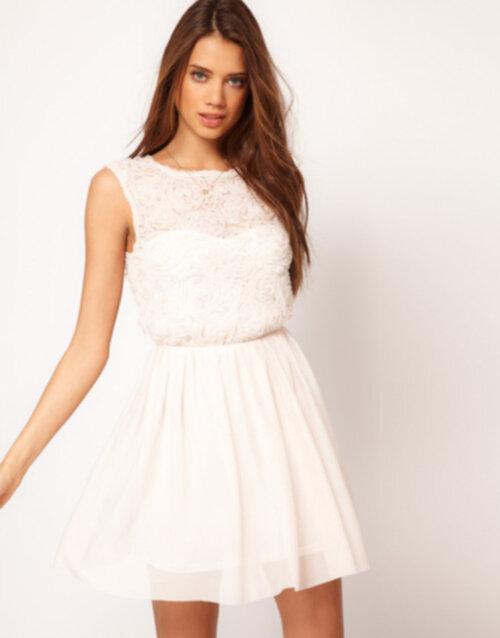 En söt klänning från Asos som till vardags kan användas ihop med en  skinnjacka och lite smycken. 156ea7c6630ea