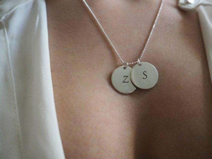 halsband med initialer